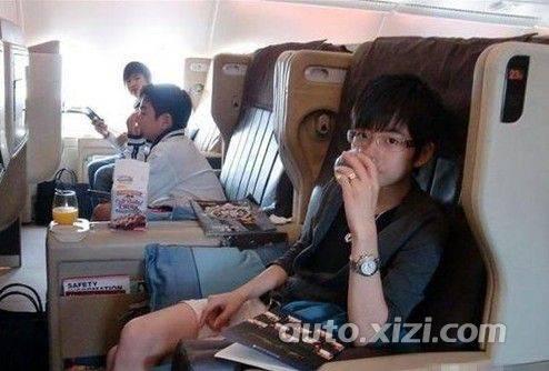 16岁富二代奢华生活 豪车美女私人飞机