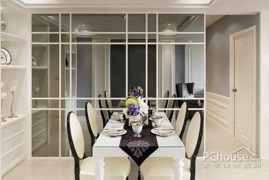 玻璃包边、餐厅墙面做出玻璃效果、走廊墙面用玻璃镜子等,这