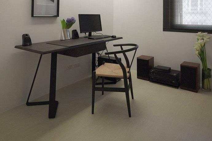 82平三居室现代混搭书桌装修效果图